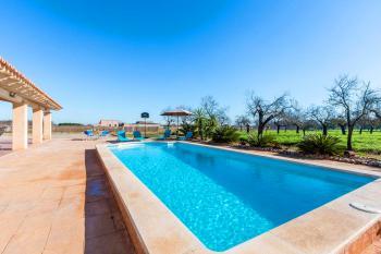 Relaxen am Pool und auf der Sonnenterrasse