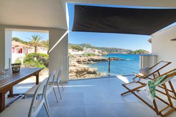 Balkon mit Essplatz und tollem Meerblick
