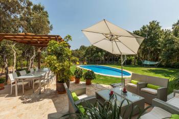 Ferienhaus mit Pool für 6- 8 Personen