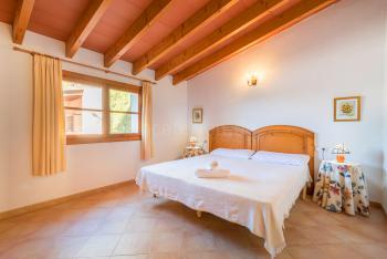 Schlafzimmer mit Klimaanlage (EG)