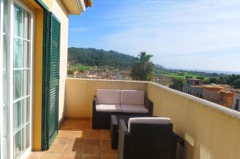 Möblierter Balkon mit Panoramablick