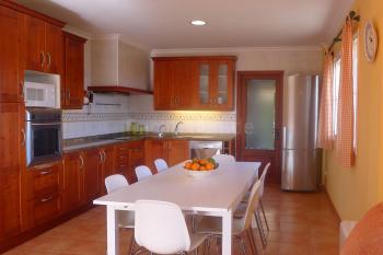 Moderne Küche mit Essplatz
