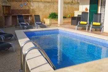Pool, Sonnenterrasse und Grill