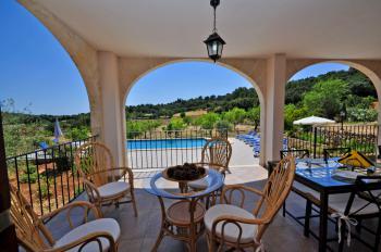 Überdachte Terrasse mit tollem Blick