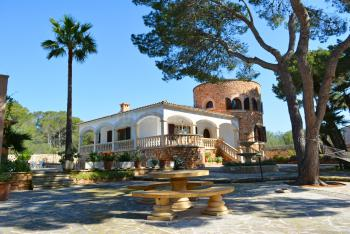 Strandnahe, exklusive Villa mit Pool