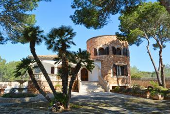 Villa mit Turm und Pool - Cala Santanyi