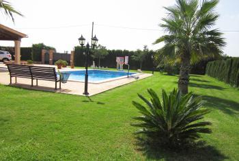 Relaxen im Garten und am Pool