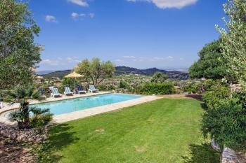 Pool und Terrasse mit Panoramablick