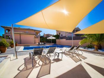 Urlaub im strandnahen Ferienhaus mit Pool