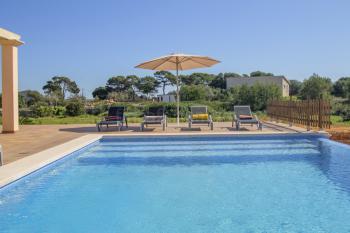 Finca mit Pool und großer Sonnenterrasse