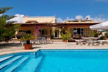 Strandnahe Finca für 8 Personen mit Pool