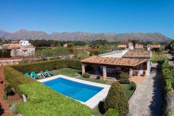 Ferienhaus mit Pool und Obstgarten