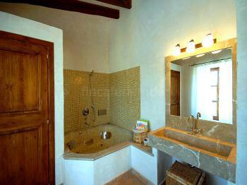 Badezimmer mit Hydromassage