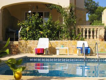 Ferienhaus mit Pool für 8 Personen
