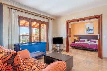 Schlafzimmer mit Wohnbereich