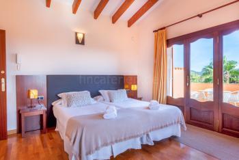 Schlafzimmer mit privatem Balkon,
