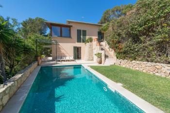 Ferienhaus mit Pool und Garten in Genova