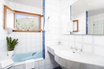 und Bad en Suite (Wanne und Dusche)