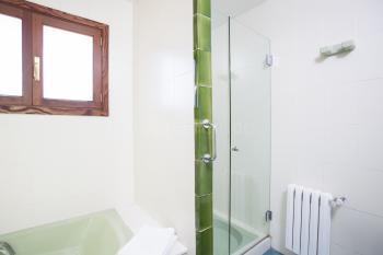 und separater Dusche