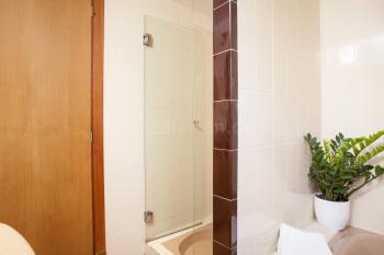 Badezimmer mit separater Dusche