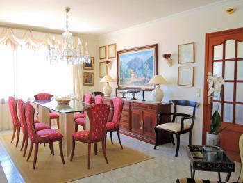 Esszimmer mit hochwertiger Möblierung
