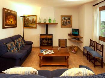 Wohnzimmer mit Klimaanlage und Internet