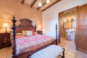 Schlafzimmer mit Bad en Suite und...