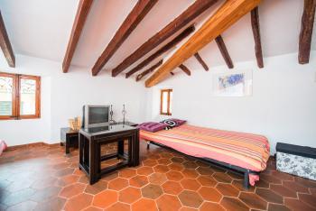 Schlafcouch und Klimaanlage - Wohnzimmer