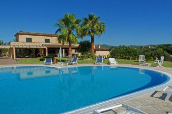 Finca mit großem Pool und Garten nahe Arta