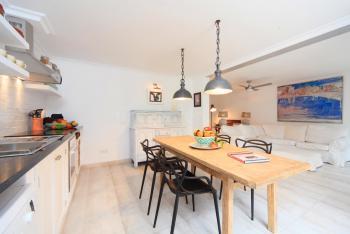 Küche und Essplatz - Apartment