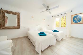 Schlafzimmer mit Klimaanlage - Apartment