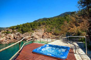 Terrasse mit Jacuzzi und tollem Meerblick