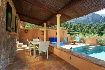 Relaxen auf der Terrasse und am Pool