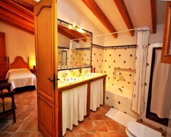 Badezimmer mit 2 Eingängen