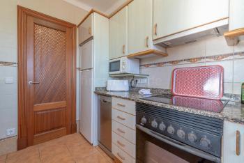 Küche mit Cerankochfeld, Mikrowelle