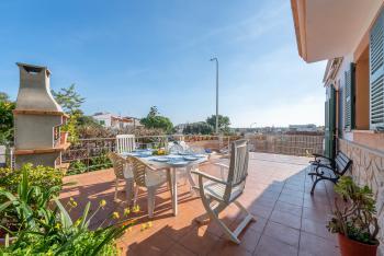 Terrasse mit Grill und Essplatz