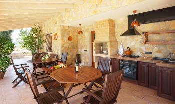 Außenküche, Essplatz und Grill