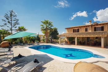 Finca mit Pool und Außenküche bei Petra