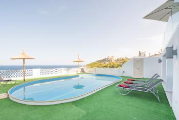 Villa mit Pool und tollem Meerblick