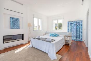 Schlafzimmer mit Gas-Kamin