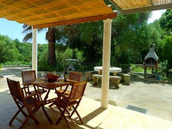 Ferienhaus nahe Arta mit Pool und Garten