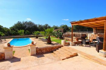 Pool, gepflegter Garten, Chill-Out-Lounge