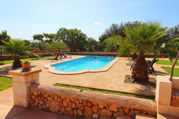 Pool, Garten und Sonnenterrasse