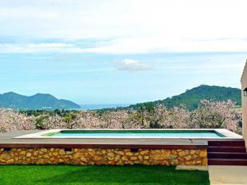 Große moderne Finca mit Pool und Meerblick