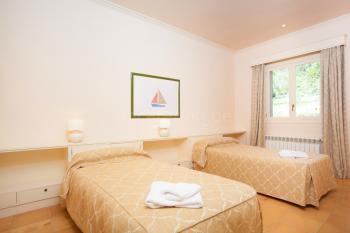 Schlafzimmer mit Klimaanlage und Heizung