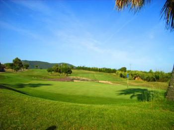 Nur 50 m zum Golfplatz