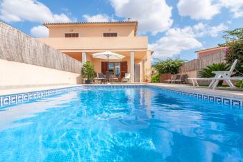 Ferienhaus mit Pool für 5 Personen