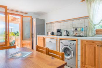 Küche mit Ausgang zur Terrasse,