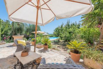 Ferienhaus mit Pool und Meerblick