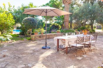 Garten, Terrasse und Pool